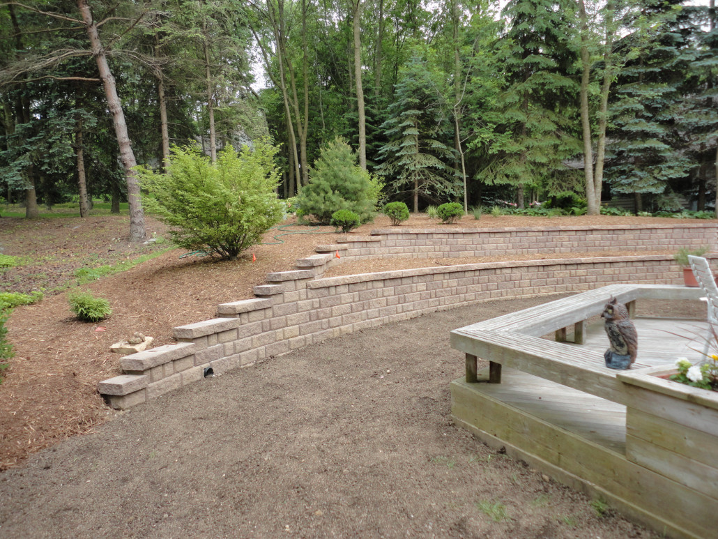 how to build a level retaining wall