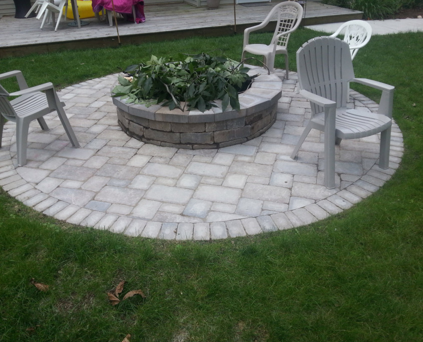 Charmant Fire Pit/Patio Southeastern Wisconsin
